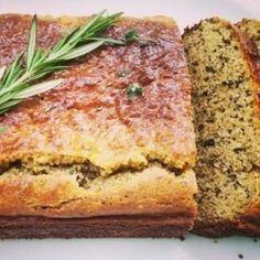 Op zoek naar een glutenvrij brood? Dit heerlijke rozemarijn-tijm brood is een volwaardige vervanger van tarwe brood, en is een stuk gezonder. Op Superyoga.nl vind je de lekkerste en gezondste recepten. Expert in yoga en superfood producten.