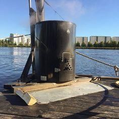 Sauna puolillaan vielä mahtuu! #KesänSauna #OulunSauna (#yleinensauna #publicsauna #saunalautta #oulu #sauna )