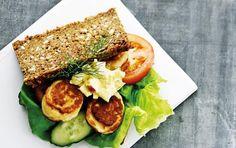 Urtefrikadellesandwich med picklesdressing