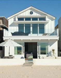 Beach House. California Beach House. Paint Color Benjamin Moore Ultra White CC-10. #BeachHouse