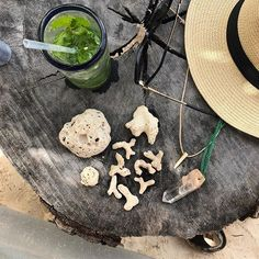 Souvenirs #nomadetulum #coral #quartzpoint ##mojito #tulummexico #mexico #tulumvibes #summer2017 #capsulewardrobe #capsules #personalstylist #workfromwhereever #stylecoach