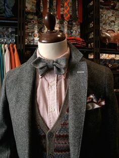 I'm a sucker for a man in a suit with a bow-tie Sharp Dressed Man, Well Dressed Men, Classic Style, My Style, Mens Style Guide, Dapper Men, Gentleman Style, Models, Swagg
