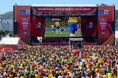 Também passam pelo palco do Fifa Fan Fest os  blocos Sargento Pimenta, Fogo e Paixão, Bloco Brasil, Empolga às 9 e Thriller Elétrico, além de baterias de escolas de samba cariocas