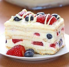No Bake Summer Berry Icebox Cake. Looking for a quick and easy Summer dessert recipe? Try out delicious No Bake Summer Berry Icebox Cake Blue Desserts, Easy Summer Desserts, Summer Dessert Recipes, Frozen Desserts, Just Desserts, Patriotic Desserts, Dessert Ideas, Gelato, Strawberry Icebox Cake