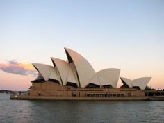 """#australia #sydney """"Sydney – von versteckten Buchten und lachenden Vögeln"""" lies mehr über das Opernhaus auf www.goodmorningworld.de"""