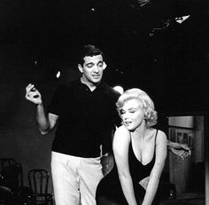 "Marilyn Monroe and Frankie Vaughan on the set of ""Let's Make Love"", Norma Jean Marilyn Monroe, Marilyn Monroe Life, Marilyn Monroe Photos, Hollywood Actresses, Actors & Actresses, Frankie Vaughan, Marilyn Monroe Painting, Lets Make Love, Actor Studio"