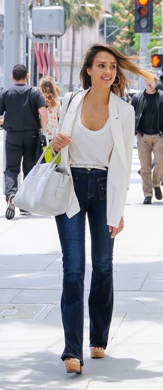 Jessica Alba steps out in a high-waisted dark wash that highlights her amazing legs. Exposed outer pockets and a bell finish create the illusion of added height and amp up the seventies look.
