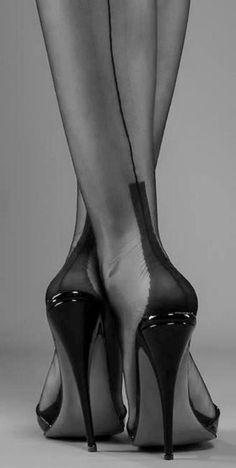 Fabelhafte Kombination von Eleganz und Weiblichkeit!
