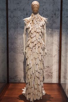 Alexander McQueen: Savage Beauty review – superficially magnificent