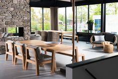 De tuinmeubelcollectie van ROYAL DESIGN wordt uitsluitend verkocht vanuit de showroom in Nunspeet of via de webshop. Wilt u onze showroom bezoeken, dan bent u van harte welkom. Hier hebben we onze tuintafels, tuinbanken en loungemeubelen opgesteld. Kom langs, ontdek uw favoriete model. #royaldesign_outdoor #exclusievetuinmeubelen