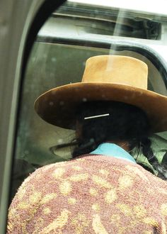 Perúvian woman via @baptisteviry #traditional #hat #handmade