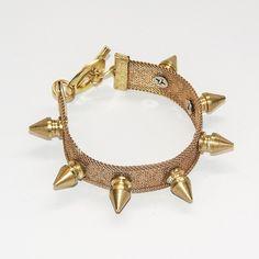 Stud bracelet in gold.