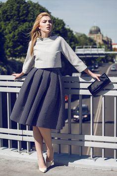 Grey Fashion, Street Fashion, Dress Skirt, Midi Skirt, Trending Fashion, Fashion Trends, Flannel, Grey Style, Street Style