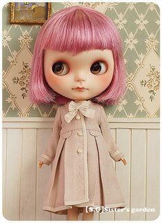 Oooo that little coat!  Blythe z Fb