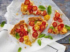 Käytä piiraaseen erilaisia tomaatteja, niin saat iloa ulkonäköön.