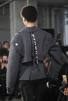 See the complete Proenza Schouler Fall 2017 Ready-to-Wear collection. Fashion Details, Unique Fashion, Womens Fashion, Fashion Design, Couture Fashion, Fashion Show, Mode Inspiration, Trends, Proenza Schouler