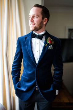 An Elizabeth Avey Gown for a Vintage Glamour Inspired Wedding in Midnight Blue and Gold : Groom wears a midnight blue velvet jacket and velvet bow tie. Photography by Paolo Ferla Blue Suit Blue Shirt, Mens Light Blue Suit, Blue Suit Outfit, Dark Navy Blue Suit, Blue Suit Brown Shoes, Blue Velvet Suit, Midnight Blue Suit, Royal Blue Suit, Velvet Bow Tie