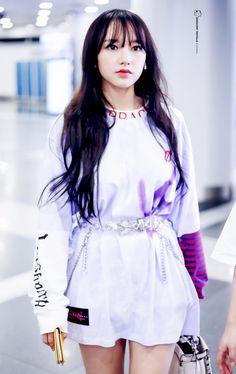 Cheng xiao Yuehua Entertainment, Starship Entertainment, Kawaii, Xuan Yi, Cheng Xiao, Cosmic Girls, I Love Girls, Airport Style, Japanese Fashion