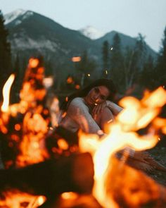 Epic Formula To Portrait Photography To Inspire You – - Camping Photography Camping Photography, Girl Photography, Creative Photography, Autumn Photography, Photography Training, Photography Ideas, Photography Business, Portrait Photography Inspiration, Instagram Photos Photography