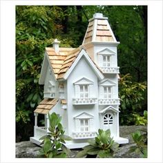 The Home Bazaar Classic Series Victorian Manor Bird House serves as the perfect shelter for different types of small birds. The hole lets small birds pass through comfortably. The windows let air circulat Victorian Birdhouses, Unique Birdhouses, Victorian Manor, Victorian Houses, Victorian Farmhouse, Victorian Design, Victorian Fashion, Birdhouse Designs, Birdhouse Ideas
