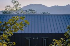 Image 12 of 27 from gallery of DH House / UZ architecture. Photograph by Addison Ow Metal Cladding, Metal Siding, Metal Roof, Drainage Channel, Small Modern Home, Mountain Homes, Architecture Photo, Interior And Exterior, Facade