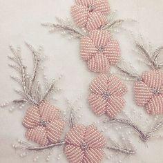 153 отметок «Нравится», 8 комментариев — bridal textile design (@sarinezak_textile) в Instagram: «#Flower,Bird,wind,moon. #bridal #funkybride»