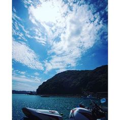 【junfacebook】さんのInstagramをピンしています。 《#海 #空 #空色 #青空 #ファインダー越しの私の世界 #バイク #ソロツーリング #cbr1000rr #cbr #写真 #写真好きな人と繋がりたい #写真撮ってる人と繋がりたい #カメラ #canon ・ ・ おはようございます(*^^*) 今日も何となく晴れてる(^O^;)大阪です。  誰か熟睡出来る方法教えて〜😅》