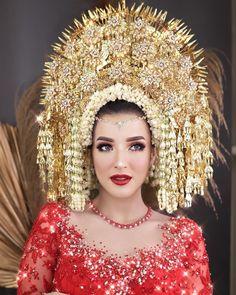 Wedding Market - Your Smart Wedding Platform Wedding Day Makeup, Wedding Beauty, Dream Wedding, Traditional Wedding Dresses, Traditional Outfits, Indonesian Wedding, Muslim Wedding Dresses, Ethnic Wedding, Oriental Fashion