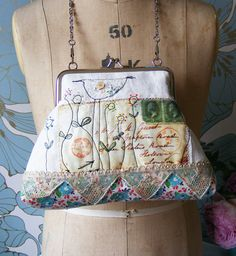 what a sweet bag. love the use of different fabrics & trim.  I should do that more often....