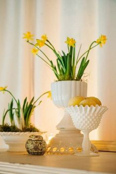 mini daffodils in milk glass from Vintage Ambiance #yellow