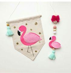 cutest wall art of life Baby Crafts, Felt Crafts, Diy And Crafts, Arts And Crafts, Flamingo Craft, Flamingo Party, Sewing Crafts, Sewing Projects, Felt Banner