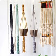 Our Slim Color-Block plant hanger is perfect to add a modern touch to any room in your home, office or creative space. This plant hanger seamless design can accommodate plant holders measuring anywhere from a 4 to 9 in diameter. Macrame Hanging Planter, Macrame Plant Holder, Hanging Planters, Plant Holders, Macrame Art, Macrame Design, Macrame Projects, Metal Plant Hangers, Ideias Diy