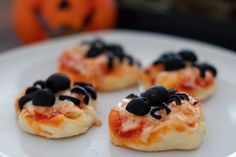Halloween Snack Spider Pizza – Mini Pizzen