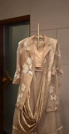 Party Wear Indian Dresses, Pakistani Fashion Party Wear, Designer Party Wear Dresses, Kurti Designs Party Wear, Dress Indian Style, Indian Fashion Dresses, Indian Designer Outfits, Indian Dresses For Wedding, New Dress Design Indian