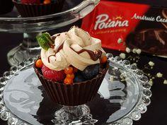 Cosulete de ciocolata cu fructe de padure Panna Cotta, Food And Drink, Cookies, Desserts, Pizza, Sweets, Fine Dining, Bebe, Essen