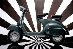 my dream is silver with red saddle Piaggio Vespa, Lambretta Scooter, Vespa Scooters, Mod Scooter, Scooter Girl, Vespa Vintage, Vintage Cars, Triumph Motorcycles, Ducati