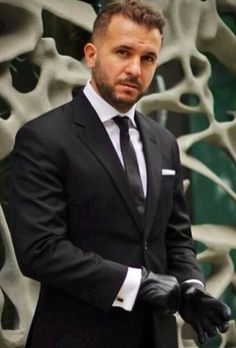 Mens Gloves, Leather Gloves, Leather Men, Black Leather, Dapper Gentleman, Dapper Men, Mens Fashion Suits, Mens Suits, Men's Fashion