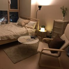 36 Stunning Apartment Bedroom Decor For Couples Look Romantic - Unless you are a single woman, who can control what mess you leave behind, it is likely that your bedroom is shared with someone fabulous but who does. Apartment Bedroom Decor, Room Ideas Bedroom, Small Room Bedroom, Small Rooms, Korean Bedroom Ideas, Small Bedroom Ideas For Couples, Bedroom Ideas Pinterest, Minimalist Room, Couple Bedroom