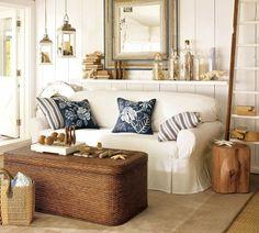 maritime einrichtung im wohnzimmer weiß marineblau treibholz korbmöbel