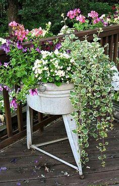 Container Gardening Beautiful Front Door Flower Pots To Make Your Outdoor Stylish and Impress Your Guests. Garden Junk, Diy Garden, Garden Planters, Dream Garden, Garden Landscaping, Container Flowers, Container Plants, Container Gardening, Beautiful Front Doors