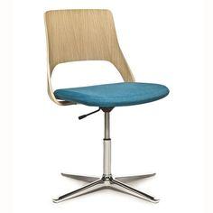 Embrace est une gamme de fauteuils inédite. Elle est conçue pour différents types d'espace, de circonstance et de contexte. En tout lieu. Quelle que soit l'occasion. Adaptée à toutes les formes de réunion. En groupes, petits ou grands. Pour travailler pendant quelques heures. Ou pour engager spontanément une conversation. Pour attendre ou se détendre. Selon votre volonté et vos envies. À la fois modulaire et fonctionnelle. #kinnarps #embrace Floor Chair, Groupes, Flooring, Occasion, Conversation, Design, Furniture, Home Decor, Ideas