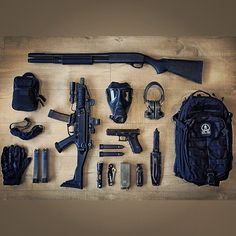 Dieser Gear Dump ist so befriedigend! : - Guns and Knives - Soldaten Bushcraft, Edc Tactical, Tactical Equipment, Military Gear, Military Weapons, Guns And Ammo, Weapons Guns, Rifles, Airsoft Girls
