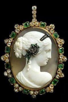 Venus Cameo Habille Pendant (1870) - Agate Cameo, Emerald,Diamond, Gold - Albion Art Jewellery Institute Tokyo.