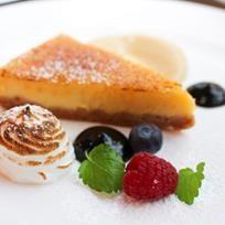 Ravintola mylläreiden sitruunatorttu on ihana yhdistelmä kirpeää ja makeaa. A tangy lemon tart by Restaurant Myllärit inTampere. Albumi: MenuKevat2015