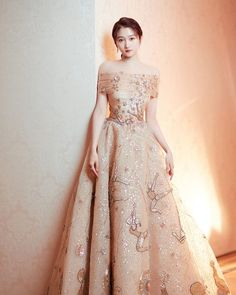 Gold Gown, Gold Dress, Evening Dresses, Prom Dresses, Korean Beauty Girls, Cocktail Outfit, Red Carpet Fashion, Formal Gowns, Holiday Outfits