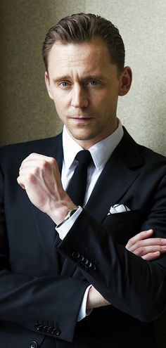 Tom Hiddleston photographed by 金井尭子 (Takako Kanai) in Japan. Via Torrilla. Source: http://www.cinematoday.jp/page/N0090439 Higher resolution image: http://wx3.sinaimg.cn/large/6e14d388gy1fdx00b2urqj21jk15oe82.jpg