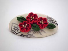 Hey, I found this really awesome Etsy listing at https://www.etsy.com/listing/212694376/red-green-triple-flowers-kanzashi