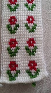 This Pin was discovered by müb Crochet Shoes, Crochet Slippers, Baby Knitting Patterns, Crochet Patterns, Tunisian Crochet, Mehndi Designs, Baby Blanket Crochet, Easter Crafts, Crochet Flowers