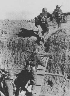 """German soldiers change position during the operation """"Citadel""""."""