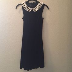 Elegant dark blue velvet dress with lace collar Elegant dark blue velvet dress with zip up back for a flattering figure. Cream lace collar. Sleeveless. Defined waistline and slightly pleated skirt. WINDSOR Dresses Midi